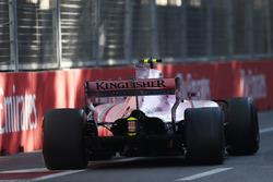 Esteban Ocon, Sahara Force India VJM10, broken rear suspension damage