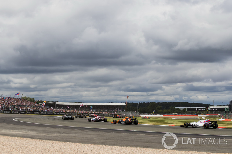 Серхіо Перес, Sahara Force India F1 VJM10, Фтоффель Вандорн, McLaren MCL32, Феліпе Масса, Williams FW40