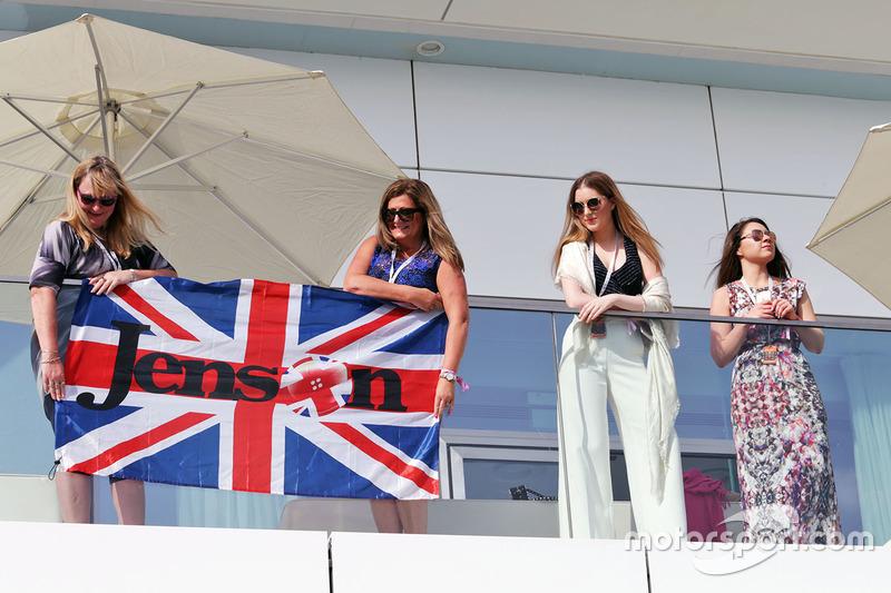 Jenson Button, McLaren banderas y fans