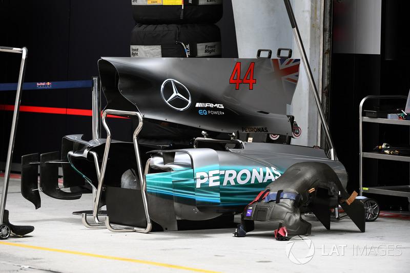Capot moteur et carrosserie de la Mercedes W08