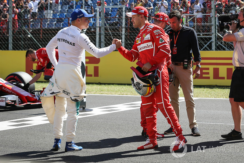 Володар поул-позиції Себастьян Феттель, Ferrari, друге місце Кімі Райкконен, Ferrari, третє місце Валттері Боттас, Mercedes AMG F1, у  закритому парку