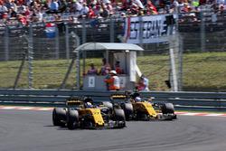 Nico Hulkenberg, Renault Sport F1 Team RS17 y Jolyon Palmer, Renault Sport F1 Team RS17