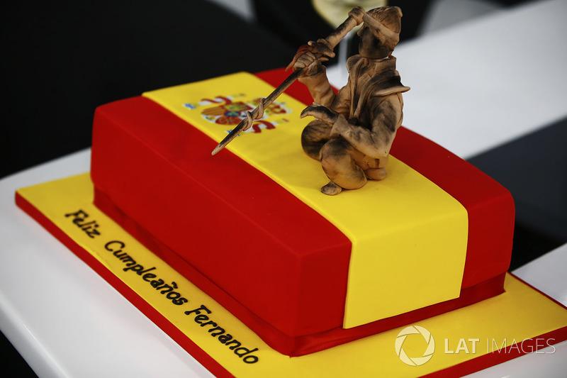 Торт на день народження Фернандо Алонсо, McLaren