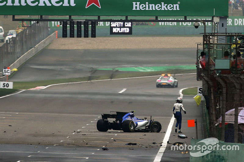Antonio Giovinazzi, Sauber C36 after the crash