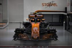 Une McLaren MCL32 dans le garage