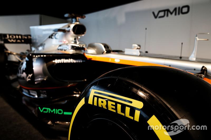 De Pirelli-banden zijn dit jaar ook breder: