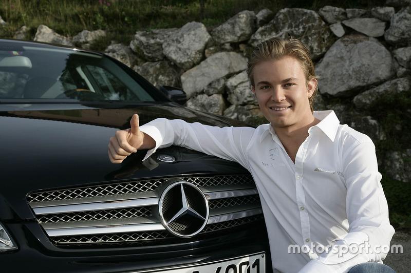 Nico Rosberg, firma con Mercedes AMG F1 - noviembre de 2009