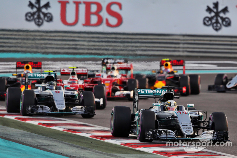 Lewis Hamilton, Mercedes AMG F1 W07 Hybrid vor Nico Rosberg, Mercedes AMG F1 W07 Hybrid