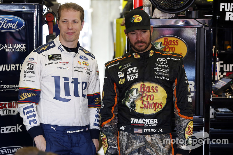 Brad Keselowski, Team Penske Ford, Martin Truex Jr., Furniture Row Racing Toyota