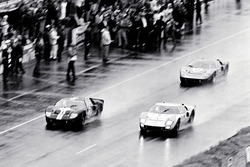 #2 Ford GT-40 Mark II: Bruce McLaren und Chris Amon