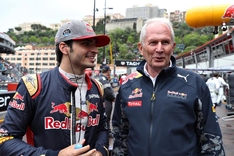 Carlos Sainz Jr., Scuderia Toro Rosso habla con el Dr. Helmut Marko, Red Bull Racing equipo consultor