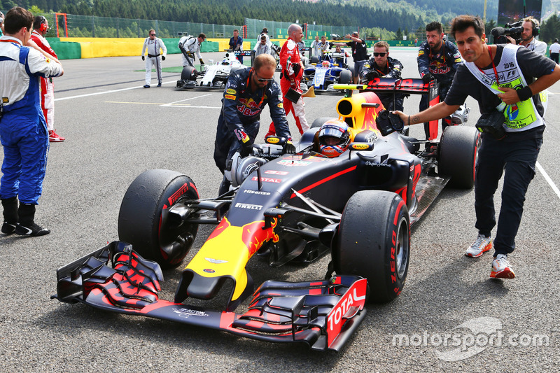Max Verstappen, Red Bull Racing RB12 in griglia