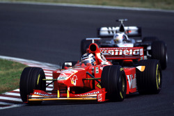 Heinz-Harald Frentzen leads David Coulthard, McLaren
