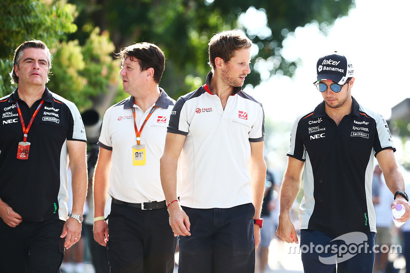 Romain Grosjean, Haas F1 Team, mit Sergio Perez, Sahara Force India F1