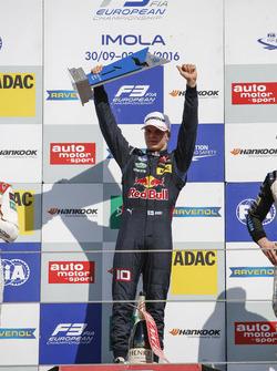 Podium: Sieger Niko Kari, Motopark Dallara F312, Volkswagen