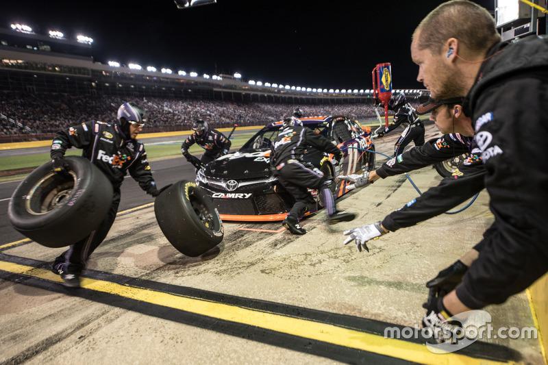 Denny Hamlin, Joe Gibbs Racing Toyota pit action