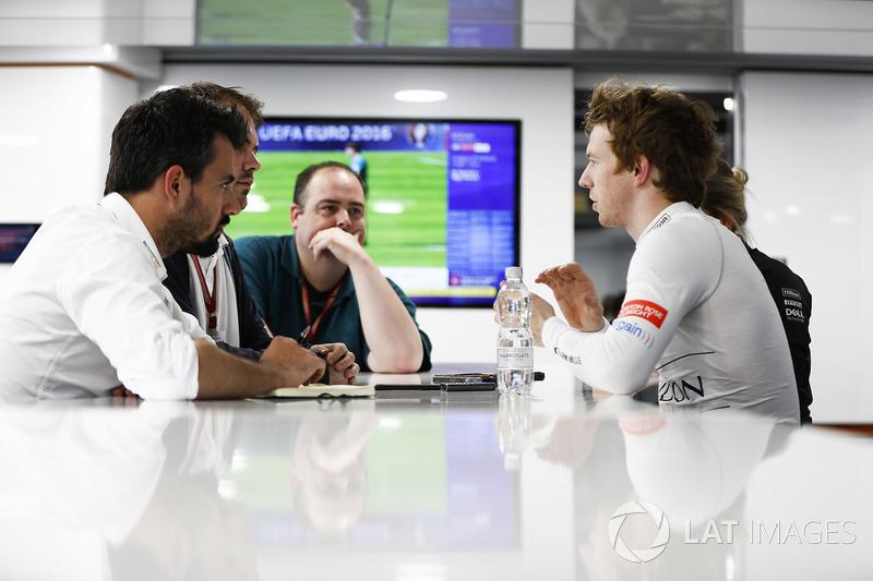 Oliver Turvey, Test Driver, McLaren, berbincang kepada media