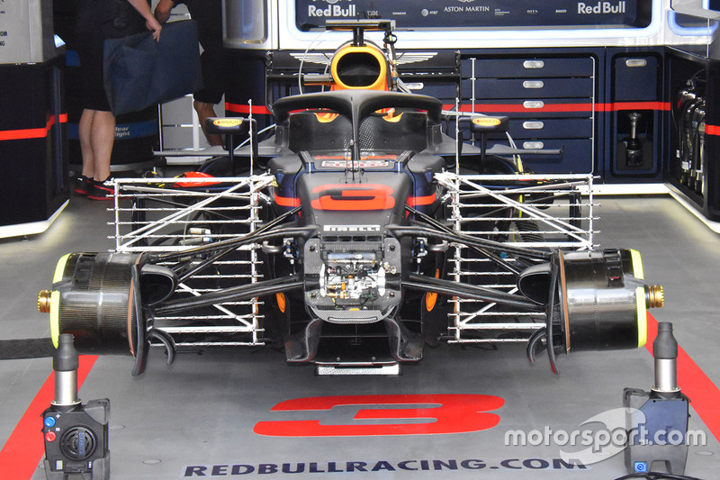 Red Bull Racing RB14 ön detay
