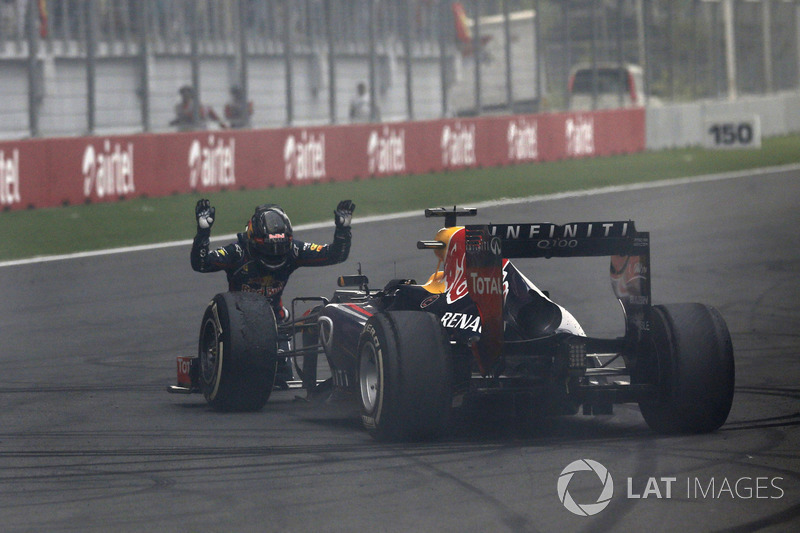 Sebastian Vettel, Red Bull Racing, salutes his car