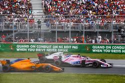 Sergio Perez, Force India VJM11, strijdt met Kevin Magnussen, Haas F1 Team VF-18, en Fernando Alonso, McLaren MCL33