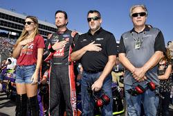 Kurt Busch, Stewart-Haas Racing Ford, mit Ehefrau Ashley van Metre, Tony Stewart und Gene Haas