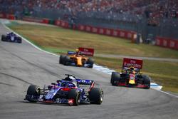 Brendon Hartley, Toro Rosso STR13, Daniel Ricciardo, Red Bull Racing RB14 y Stoffel Vandoorne, McLaren MCL33