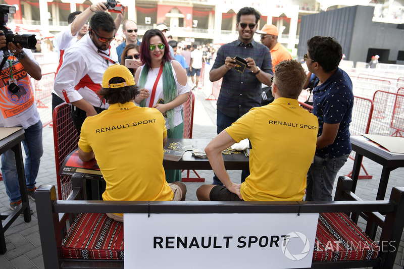 Carlos Sainz Jr., Renault Sport F1 Team and Nico Hulkenberg, Renault Sport F1 Team at the autograph