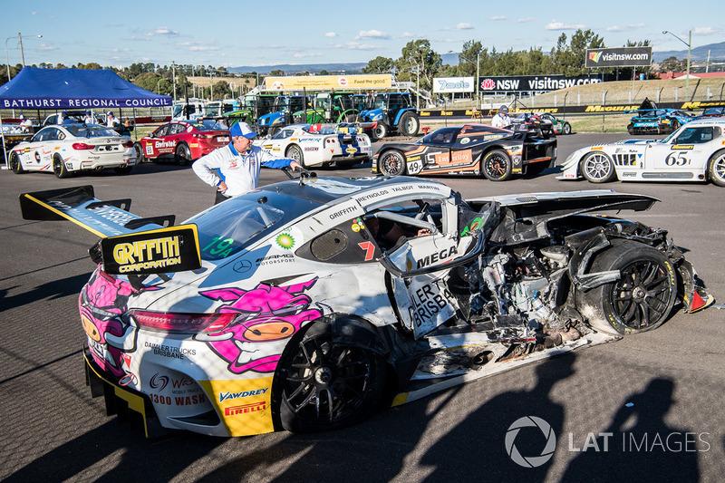 Después del accidente: Mercedes AMG GT3 (No. 19), Nineteen Corp P / L