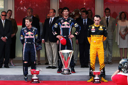Подіум: переможець гонки Марк Вебберr, Red Bull Racing, друге місце Себастьян Феттель, Red Bull Racing, третє місце Роберт Кубіца