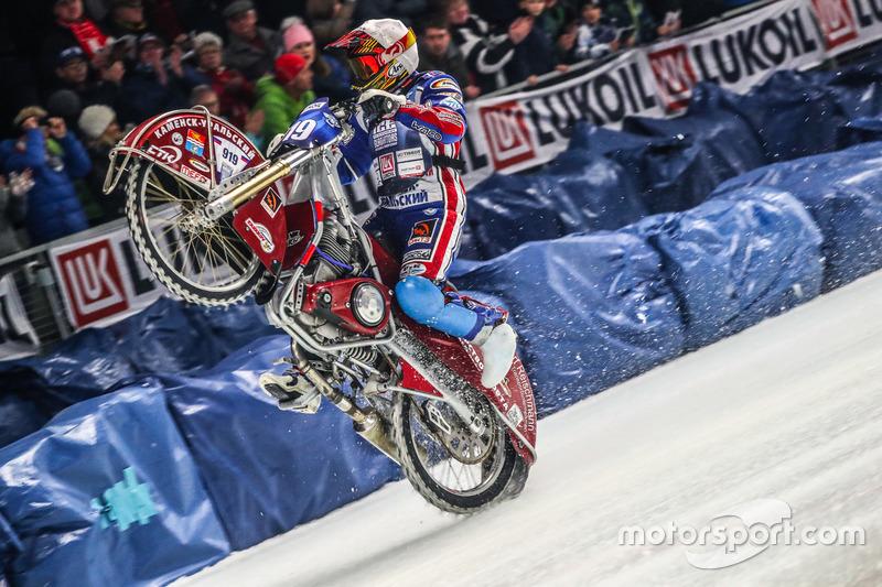 Во второй день российские гонщики продолжили доминирование: Колтаков, Хомицевич и Иванов выигрывали заезд за заездом