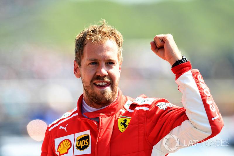 Race winner Sebastian Vettel, Ferrari fête sa victoire dans le parc fermé