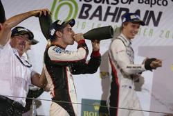 Podio LMP1: i vincitori della gara Sébastien Buemi, Anthony Davidson, Kazuki Nakajima, Toyota Gazoo Racing