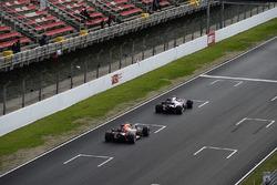 Pierre Gasly, Scuderia Toro Rosso STR13 et Max Verstappen, Red Bull Racing RB14