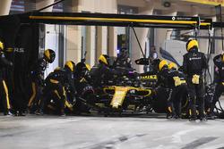 Nico Hulkenberg, Renault Sport F1 Team R.S. 18, s'arrête au stand