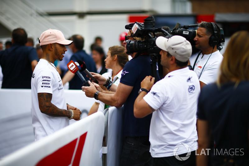 Lewis Hamilton, Mercedes AMG F1,avec les médias