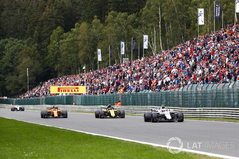 Sergey Sirotkin, Williams FW41, Carlos Sainz Jr., Renault Sport F1 Team R.S. 18, y Stoffel Vandoorne, McLaren MCL33