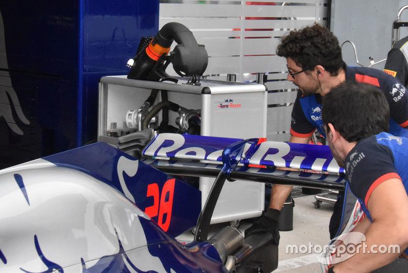 Заднє антикрило Toro Rosso STR13
