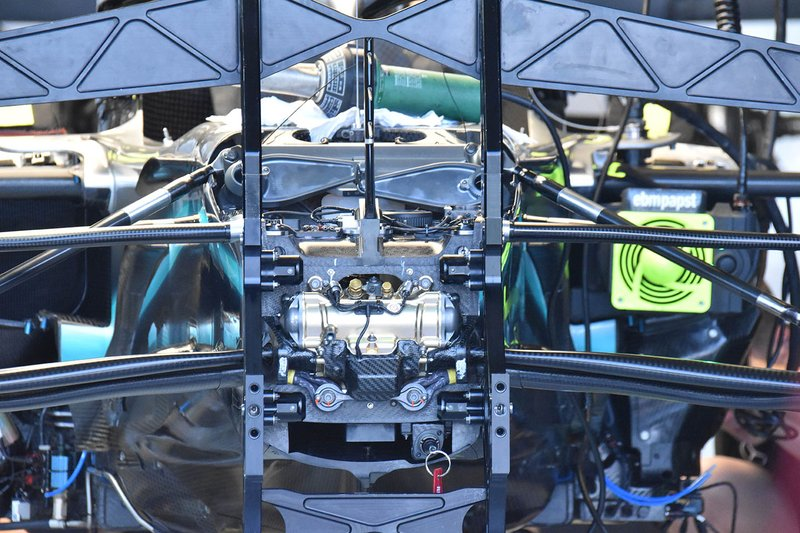 La suspension de la Mercedes W10