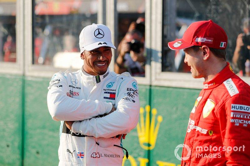 El poleman Lewis Hamilton, Mercedes AMG F1 y Sebastian Vettel, Ferrari