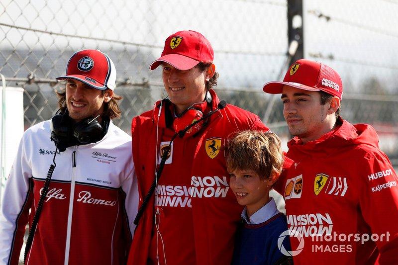 Антоніо Джовінацці, Alfa Romeo Racing, Джон Елканн, керівник FIAT із сином та Шарль Леклер, Ferrari