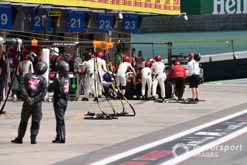 Marcus Ericsson, Sauber C37 retires from the race