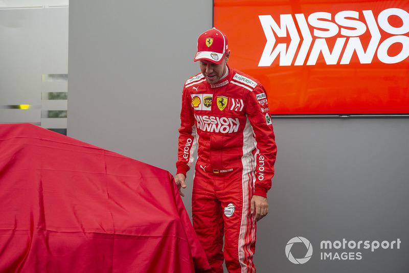 Sebastian Vettel, Ferrari, lors de la présentation de la livrée Ferrari