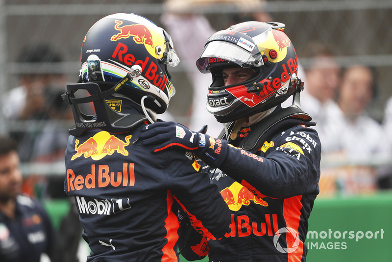 Ganador de la pole Daniel Ricciardo, Red Bull Racing, segundo Max Verstappen, Red Bull Racing