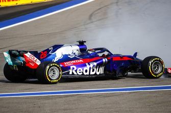 Brendon Hartley, Toro Rosso STR13 spins