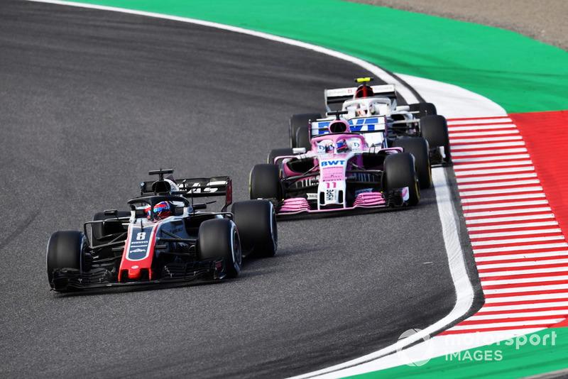 Romain Grosjean, Haas F1 Team VF-18, Sergio Perez, Racing Point Force India VJM11 and Charles Leclerc, Sauber C37 battle