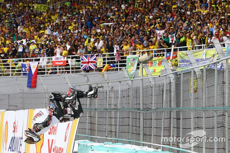 1.  Johann Zarco, Ajo Motorsport flip