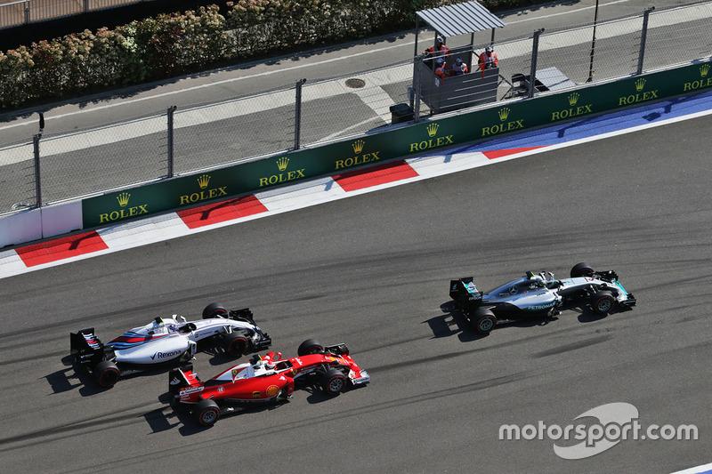 Kurve 1: Rosberg führt vor Räikkönen und Bottas