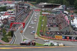 Start of the race, #28 Belgian Audi Club Team WRT, Audi R8 LMS: Nico Müller, René Rast, Laurens Vant