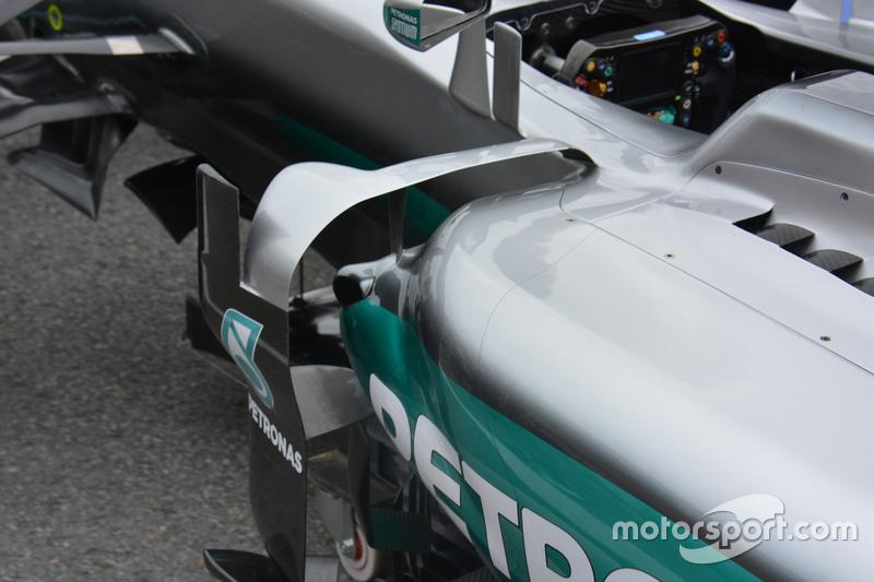Mercedes F1 W07, Seitenkasten