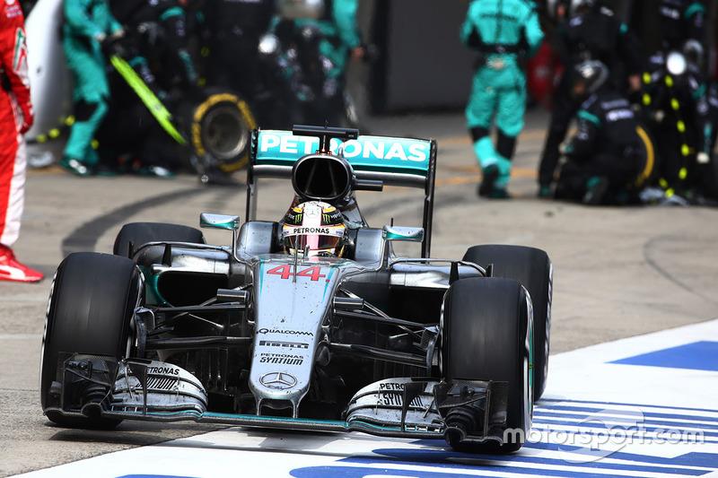Lewis Hamilton Mercedes AMG F1 Team W07 Pit Stop